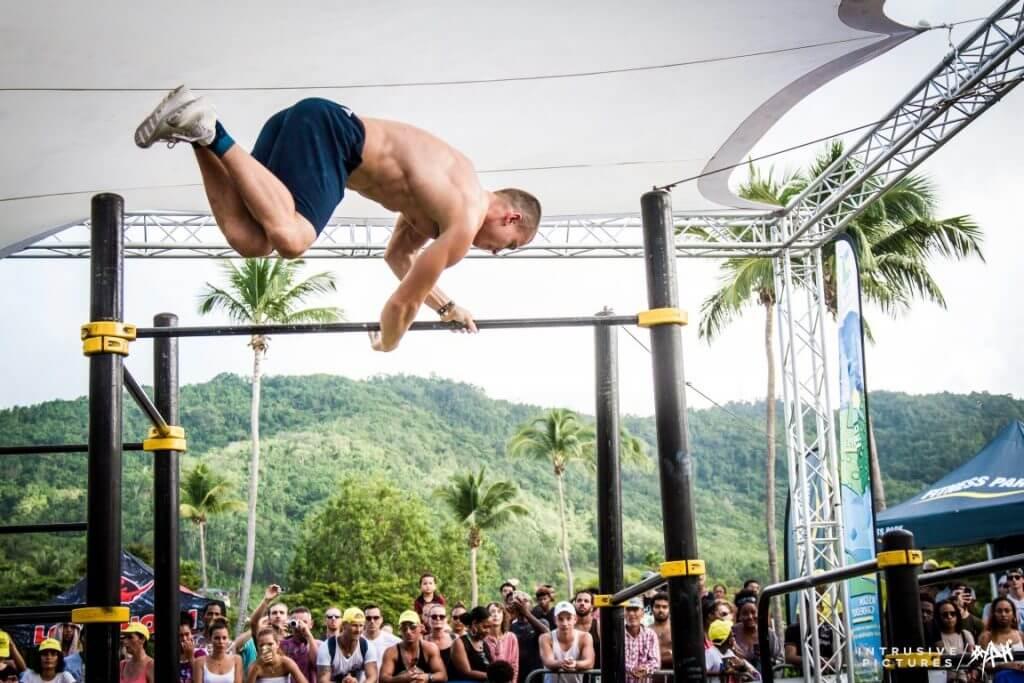 躍槓jumping over the bar