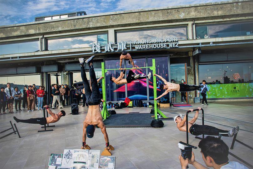 高顏質猛男齊聚一堂!!!街頭健身團隊『槓上舞者 Bar Dancer 』絕對讓你意想不到!!!